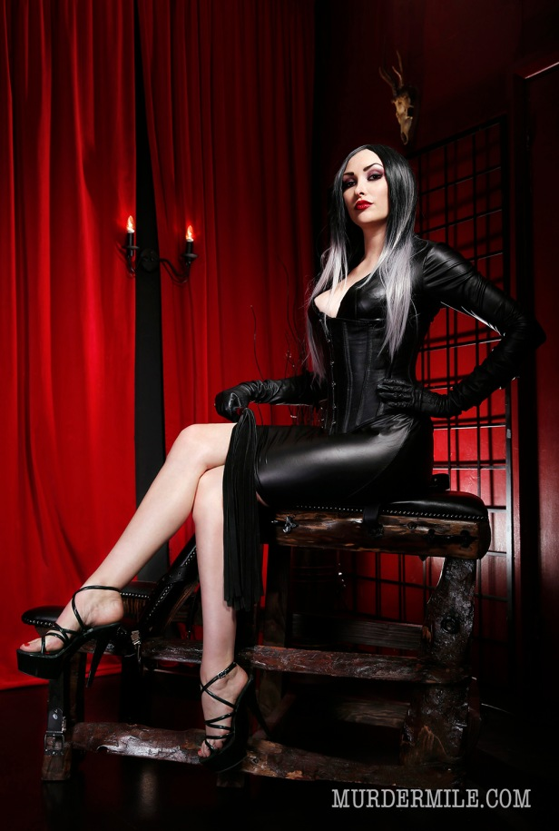 Book Domina Hades (Pic by MurderMile Photography)